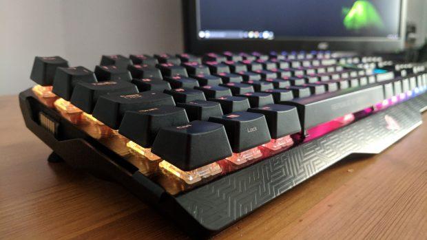 Asus ROG Claymore keys upclose