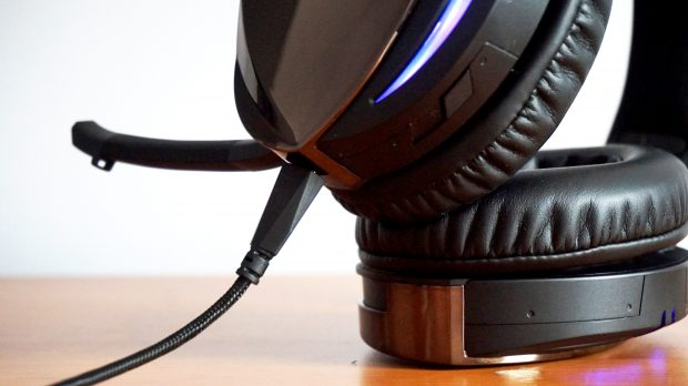 The 7.1 button is the only physical control on the entire headset