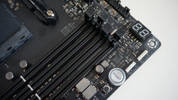 Asus ROG Crosshair VII Hero DIMM slots and LED display