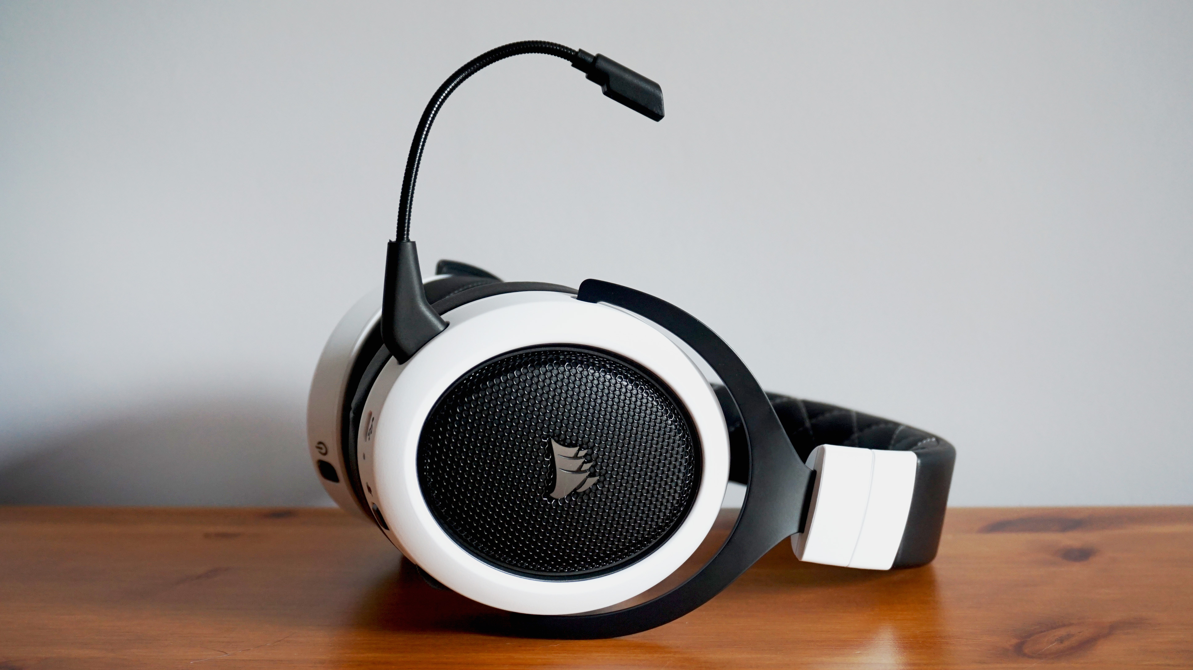 Corsair HS70 Wireless review | Rock Paper Shotgun