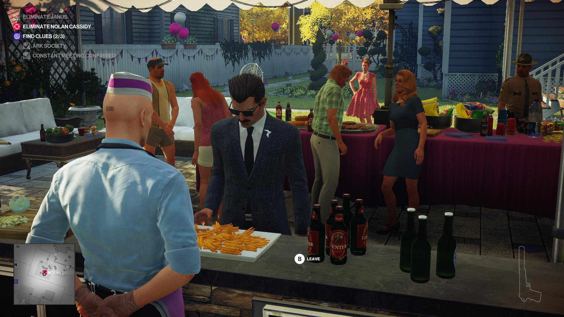 Agent 47 disguised as a caterer serving fries and beer to a man in a suit and shades.