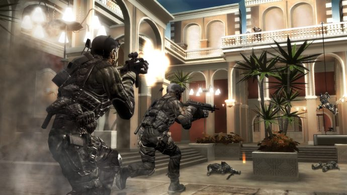 An image of two players charging into a courtyard in Rainbow Six Vegas 2.