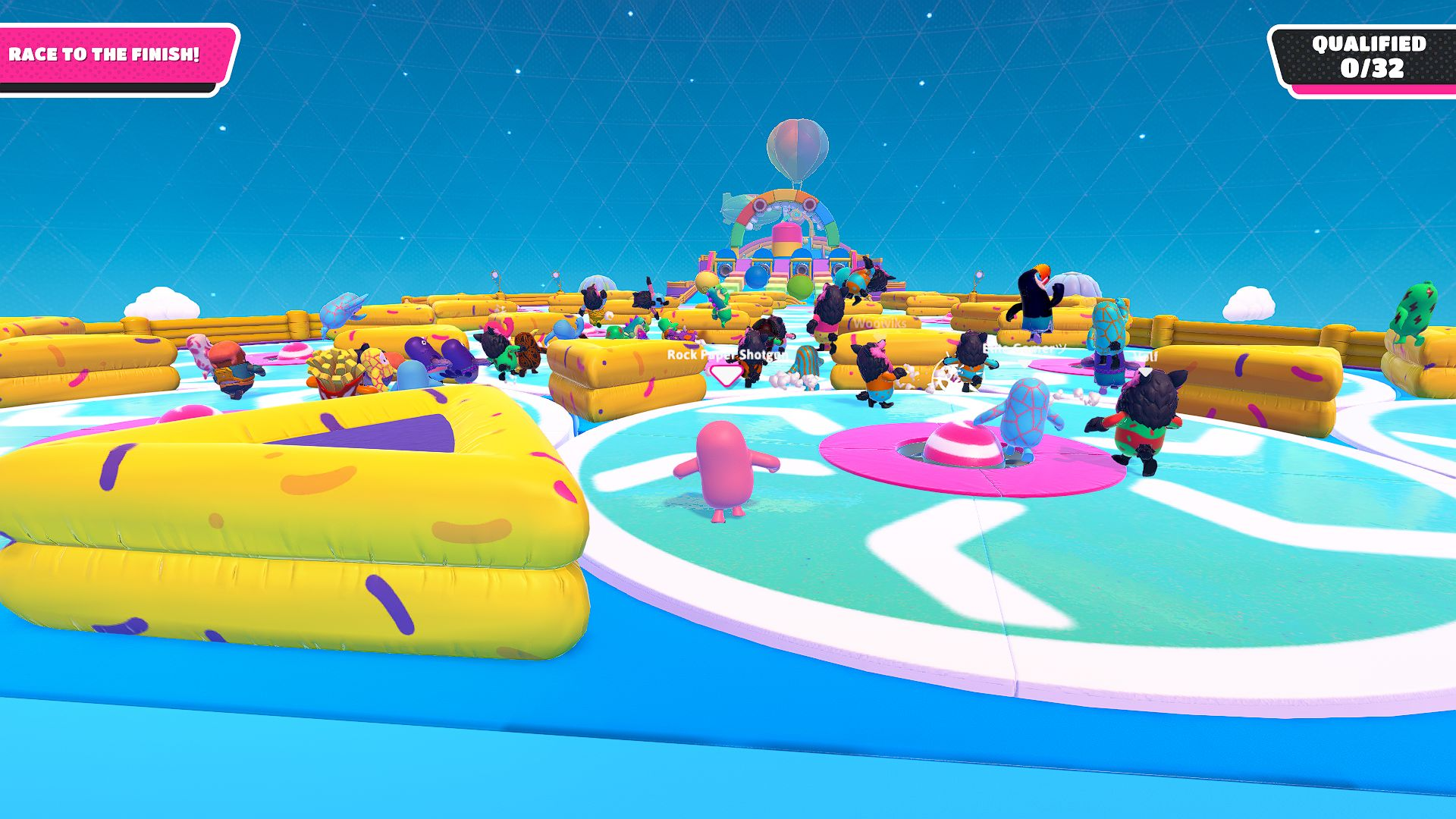 Screenshot of Fall Guys where people bounce around