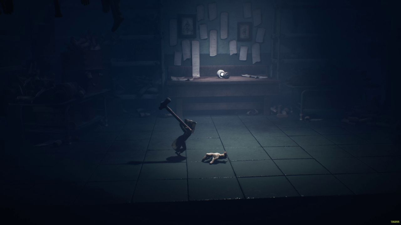A screenshot from Little Nightmares 2 showing Mono swinging a hammer the size that he is, down towards a disembodied hand