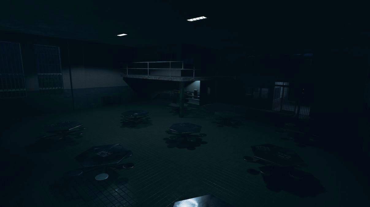 Tangkapan layar Phasmophobia yang sangat gelap menunjukkan aula penjara kosong dengan tabel heksagonal