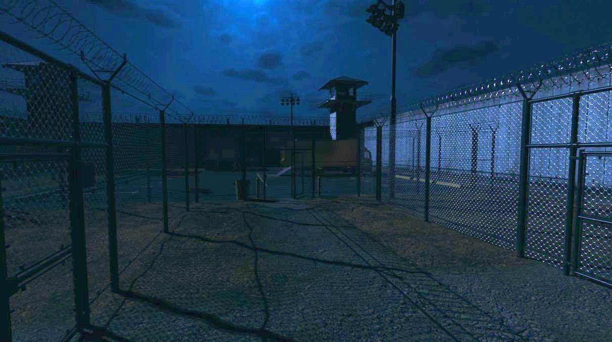 Tangkapan layar phasmophobia yang menunjukkan halaman latihan yang dikelilingi pagar rantai dan menara penembak jitu yang menghadap ke sana