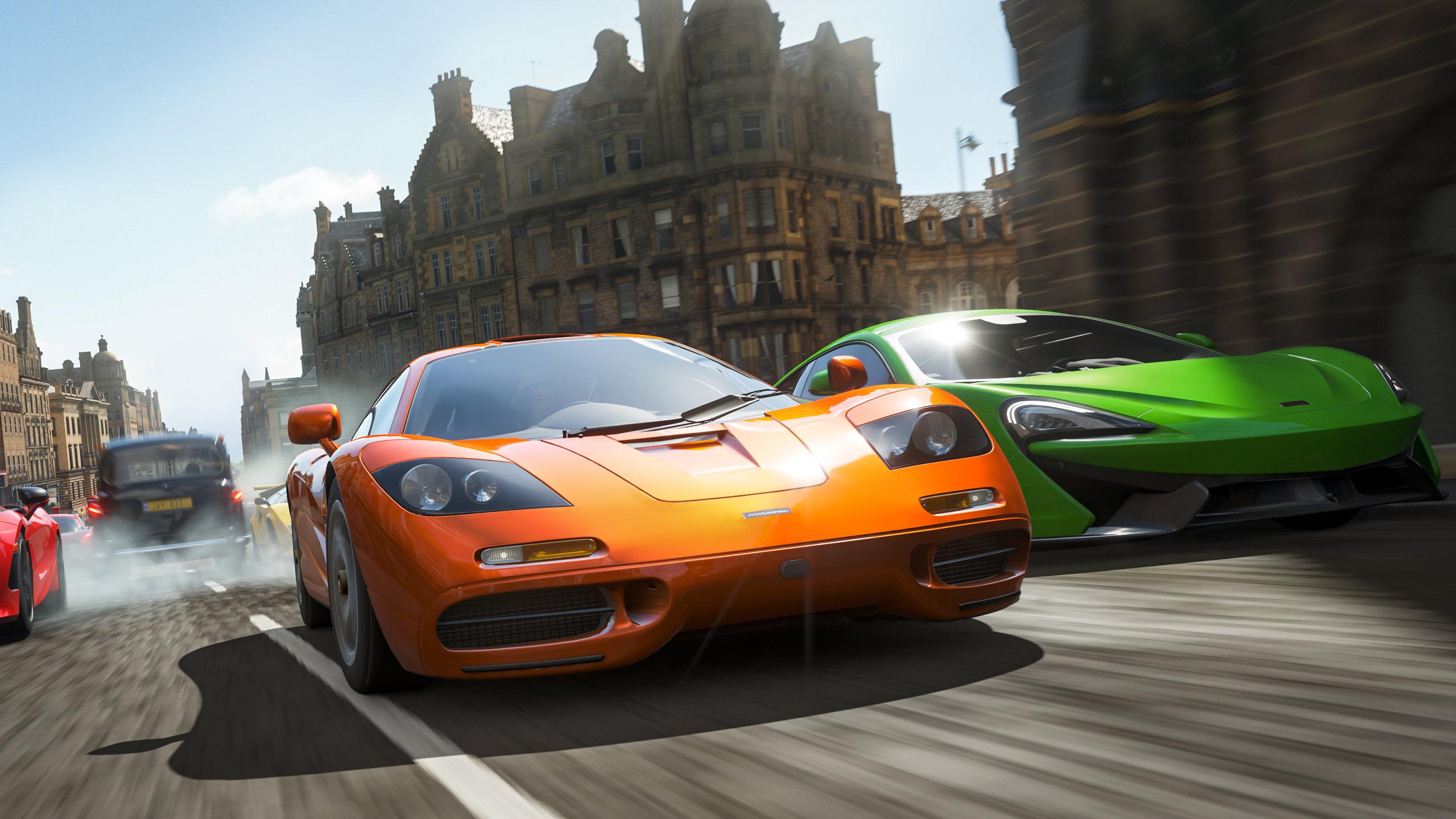 Racing through Edinburgh in a Forza Horizon 4 screenshot.