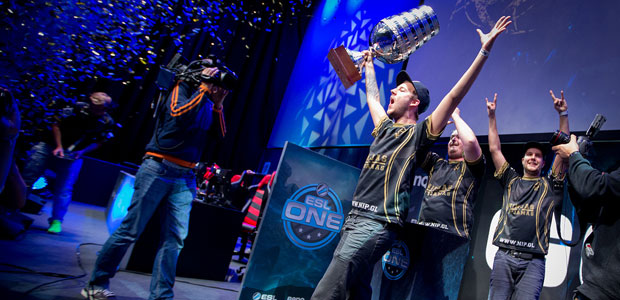 Ninjas in Pyjamas winning at Gamescom 2014